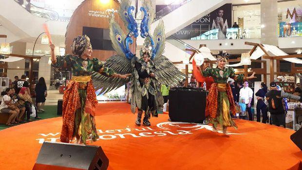 Saat Kostum Merak & Barong Jadi Pusat Perhatian di Kuala Lumpur