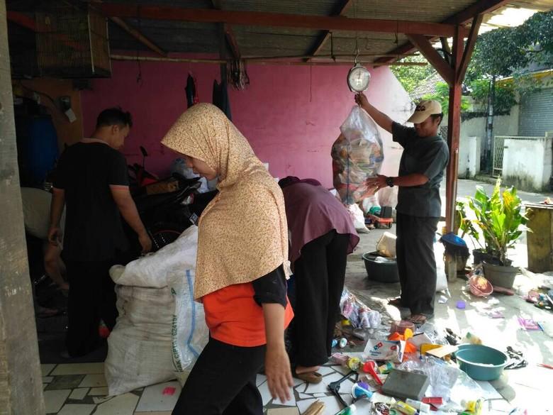 Jurus Pemkot Tangsel Tangani Sampah yang Menumpuk