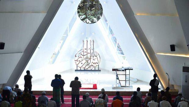 Masjid Al Safar rancangan Ridwan Kamil.