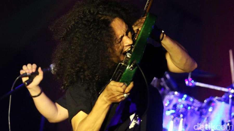 Ian Antono Ramaikan Konser Spirit of Legends