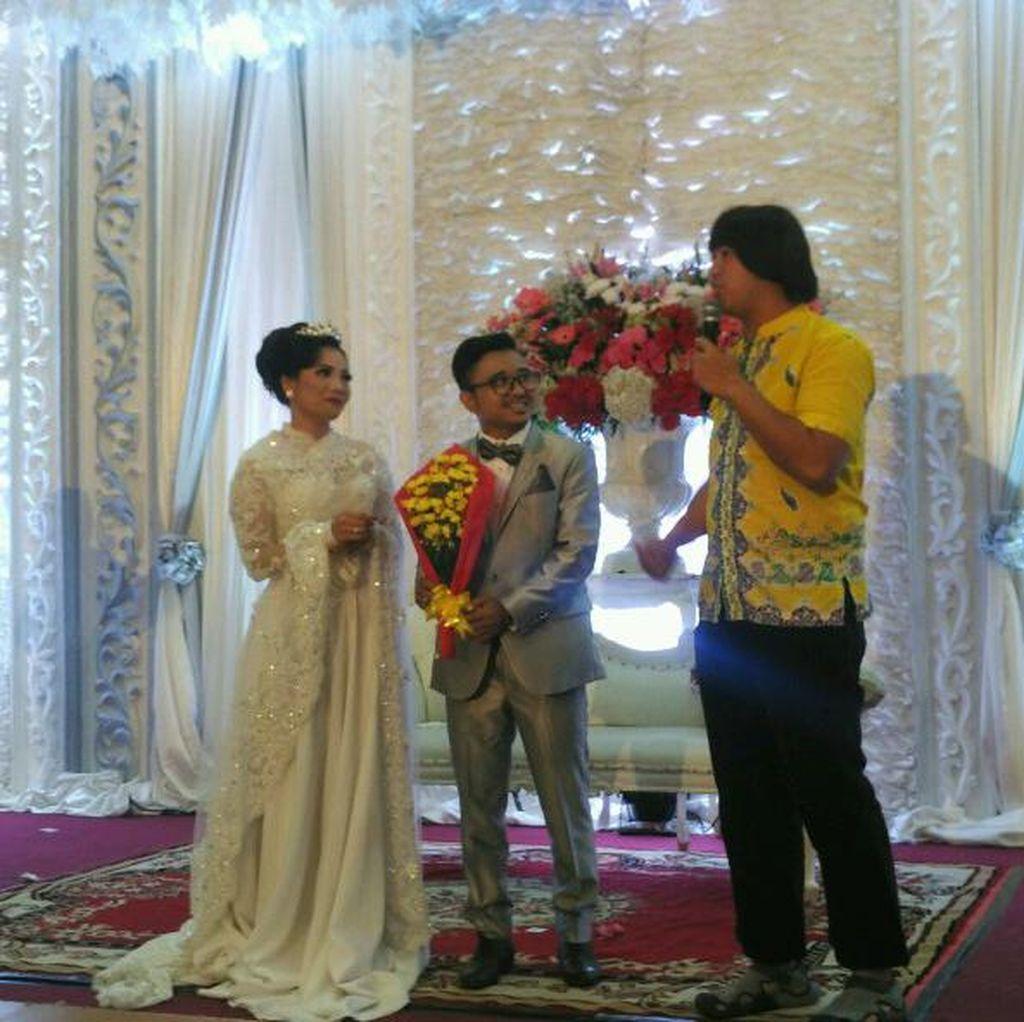 Rebut Buket Bunga, Pandji Pragiwaksono Sabotase Pernikahan Orang Lain