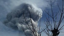 Gunung Sinabung Erupsi Lagi, Semburkan Material hingga 4 Km