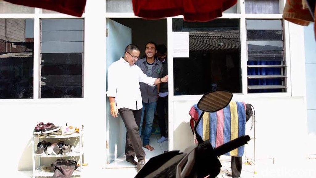 Dua Mahasiswa Banyuwangi Kaget Saat Dikunjungi Bupati Anas
