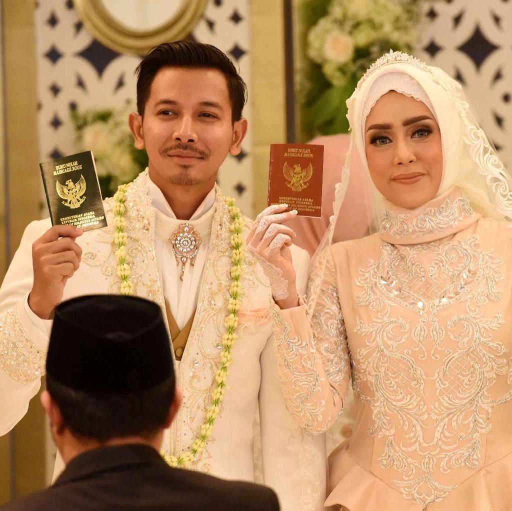 Suami Sibuk Stripping Saat Ramadan, Fairuz A Rafiq Justru Bersyukur