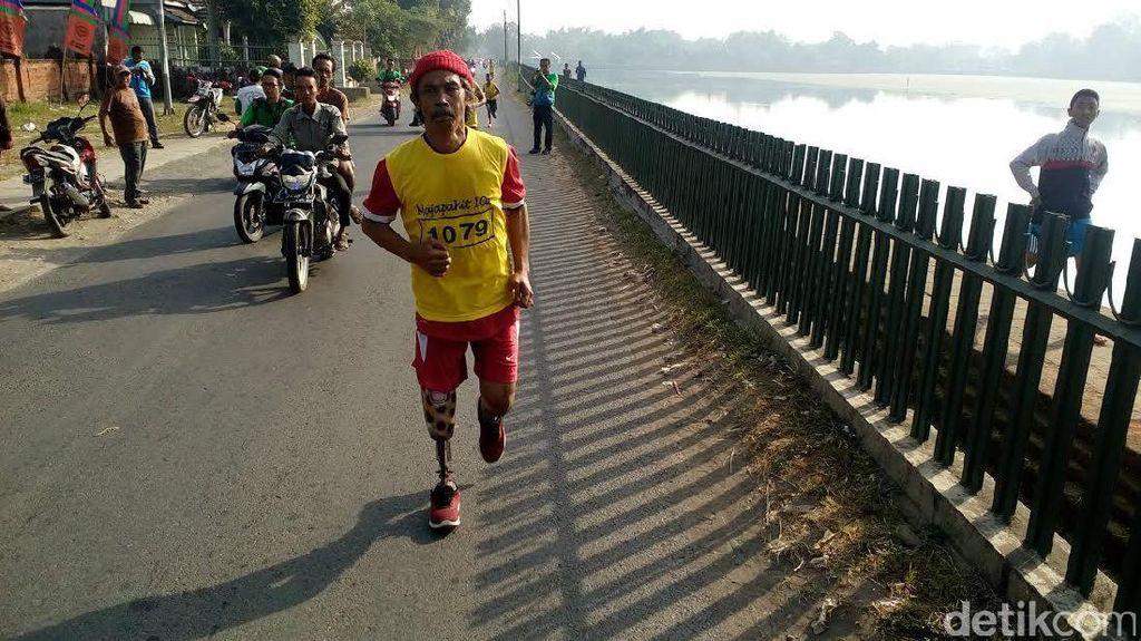 Pakai Kaki Palsu, Sugeng Taklukan Rute Maraton Majapahit