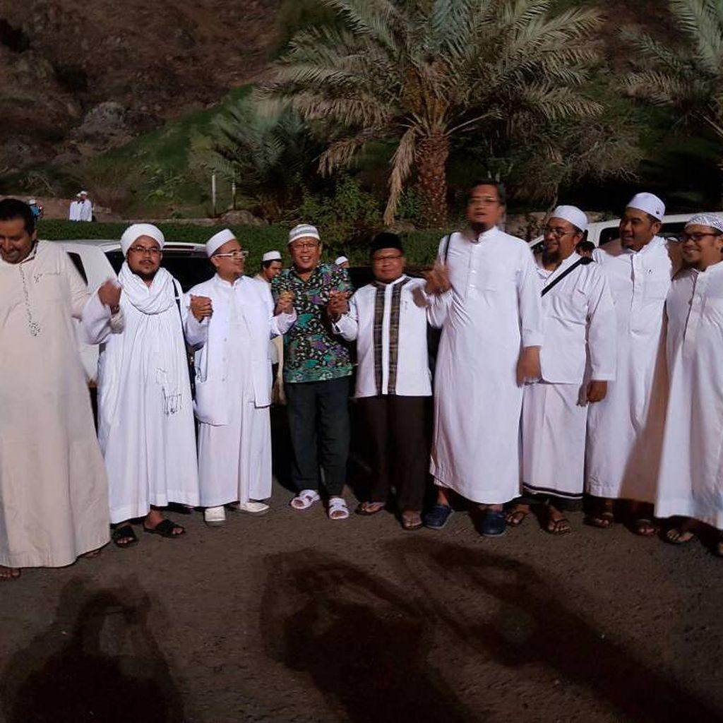 Di Saudi, Habib Rizieq Juga Ceramah di Depan WNI di Madinah