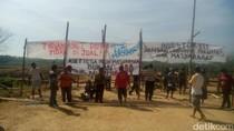 IMB Bermasalah, Warga Tutup Akses jalan Pabrik Gula di Blitar