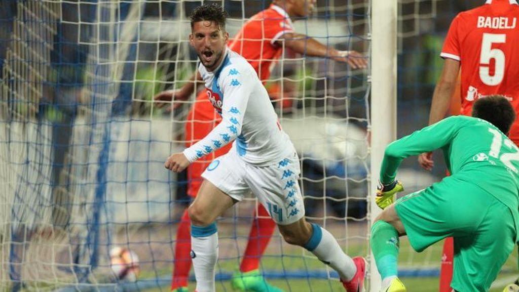Napoli Hantam Fiorentina 4-1