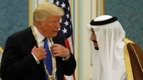 Trump Teken Kesepakatan Militer dengan Arab Saudi