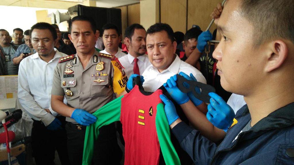 Polisi Pulangkan 126 Pria yang Diciduk dari Pesta Gay