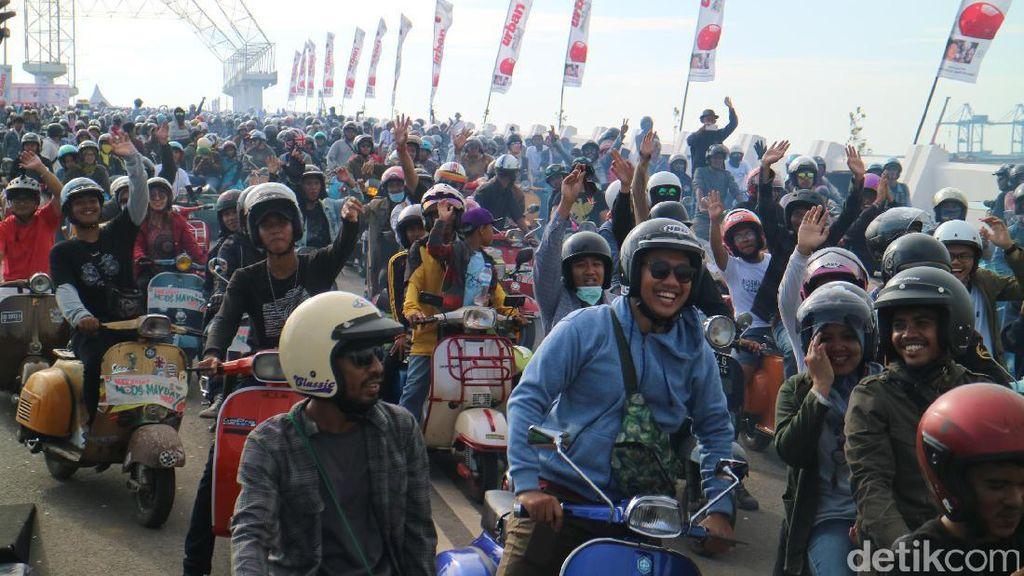Penggemar Vespa Berpesta di Makassar