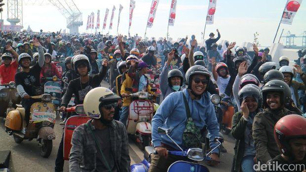 Ribuan Penggemar Vespa Ramaikan Makassar Mods MayDay