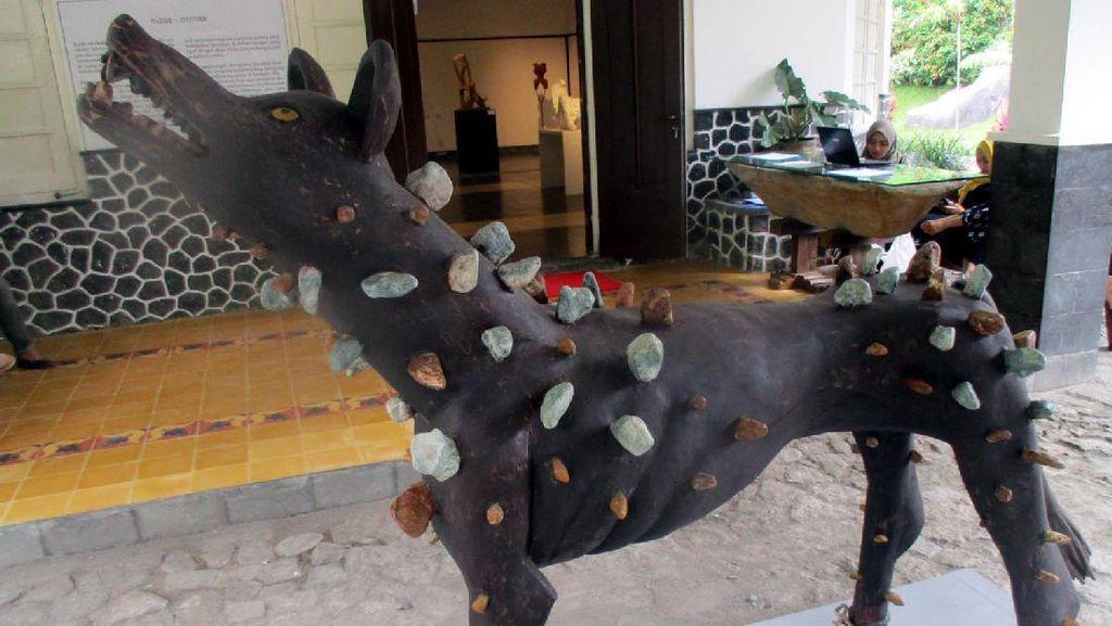 Pameran Inside-Outside, Pameran Khusus Seniman Patung