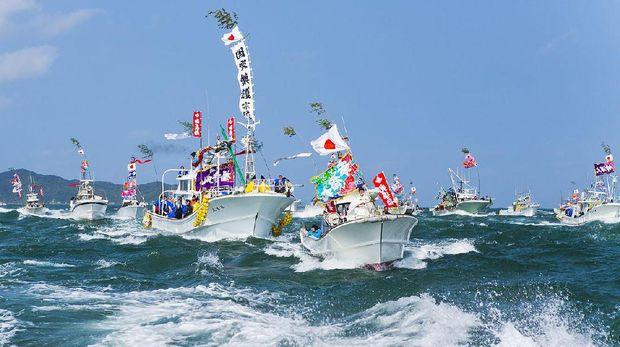 Pulau ini hanya dikunjungi setahun sekali (okinoshima-heritage.jp)