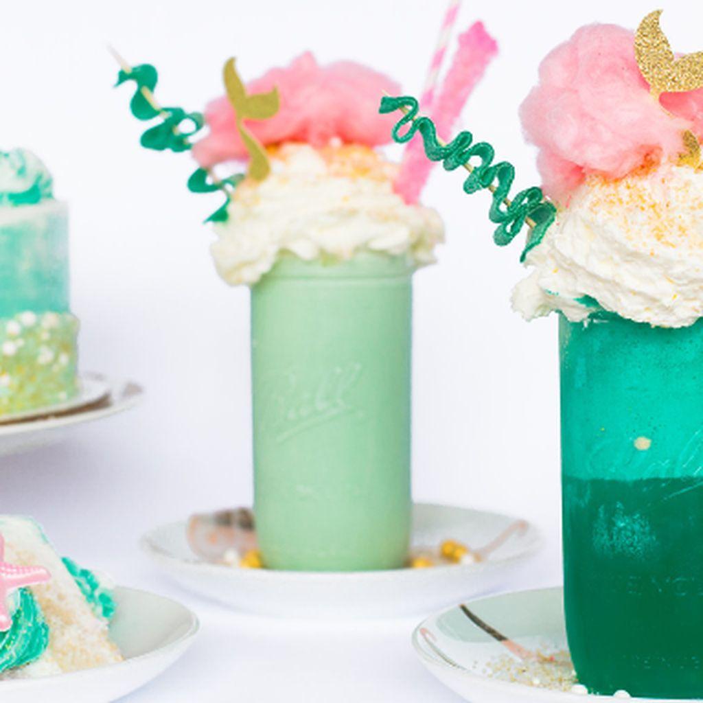Setelah Unicorn, Kini Hadir Makanan dan Minuman Warna Warni Bertema Mermaid!