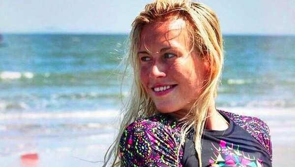 Bule Cantik Ini Resign Buat Main Kitesurfing di Seluruh Dunia
