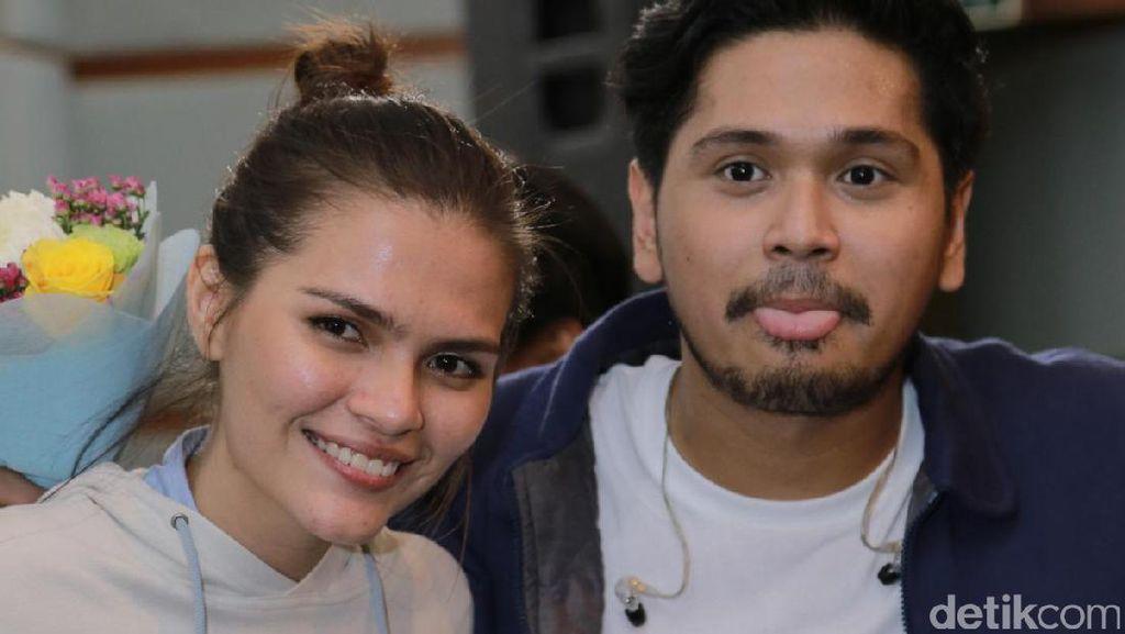 Firrina Tak Mau Bocorkan Tanggal Pernikahan dengan Petra Sihombing