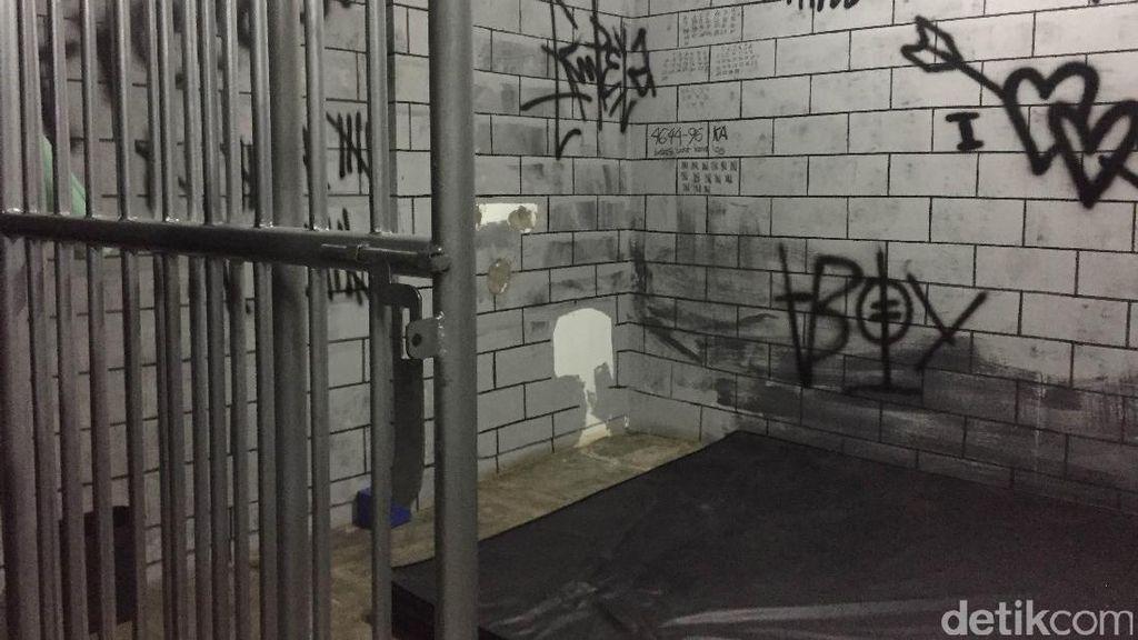 Polisi: Ruang Bentuk Penjara di Pesta Gay untuk Fantasi