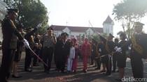28 Pensiunan Polrestabes Surabaya Dilepas dengan Upacara Pedang Pora