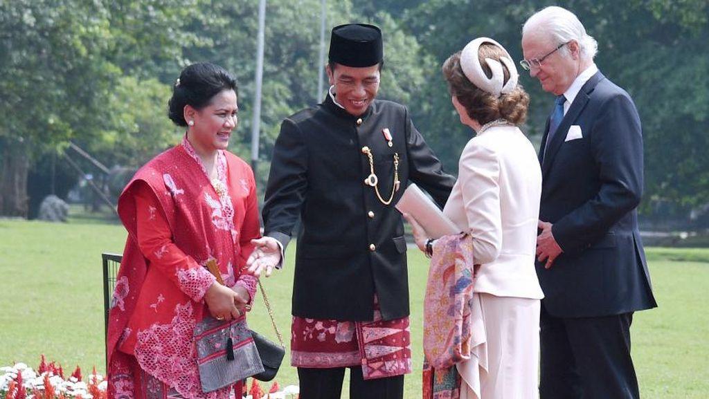 Foto: Sambut Raja Swedia, Jokowi dan Iriana Kompak Pakai Batik Tumpal