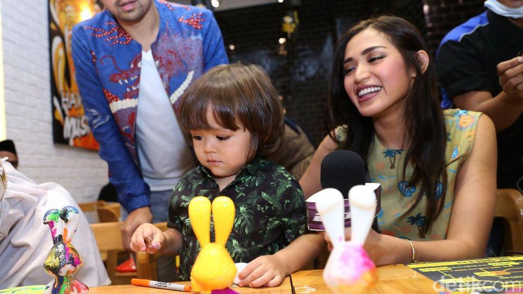 So Sweet! Jessica Iskandar Beri Kejutan Ulang Tahun untuk Pengasuh El