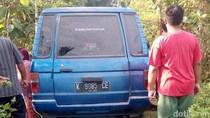 Heboh Mobil Tersesat di Jalan Sempit, Nyaris Masuk Jurang di Blora