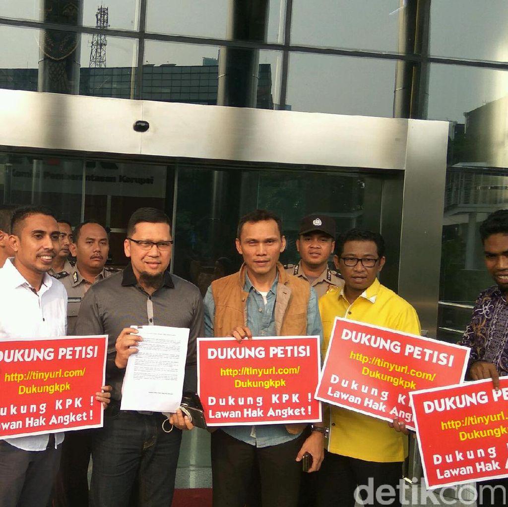 Dukung KPK, Kader Muda Golkar Serahkan Petisi Lawan Hak Angket