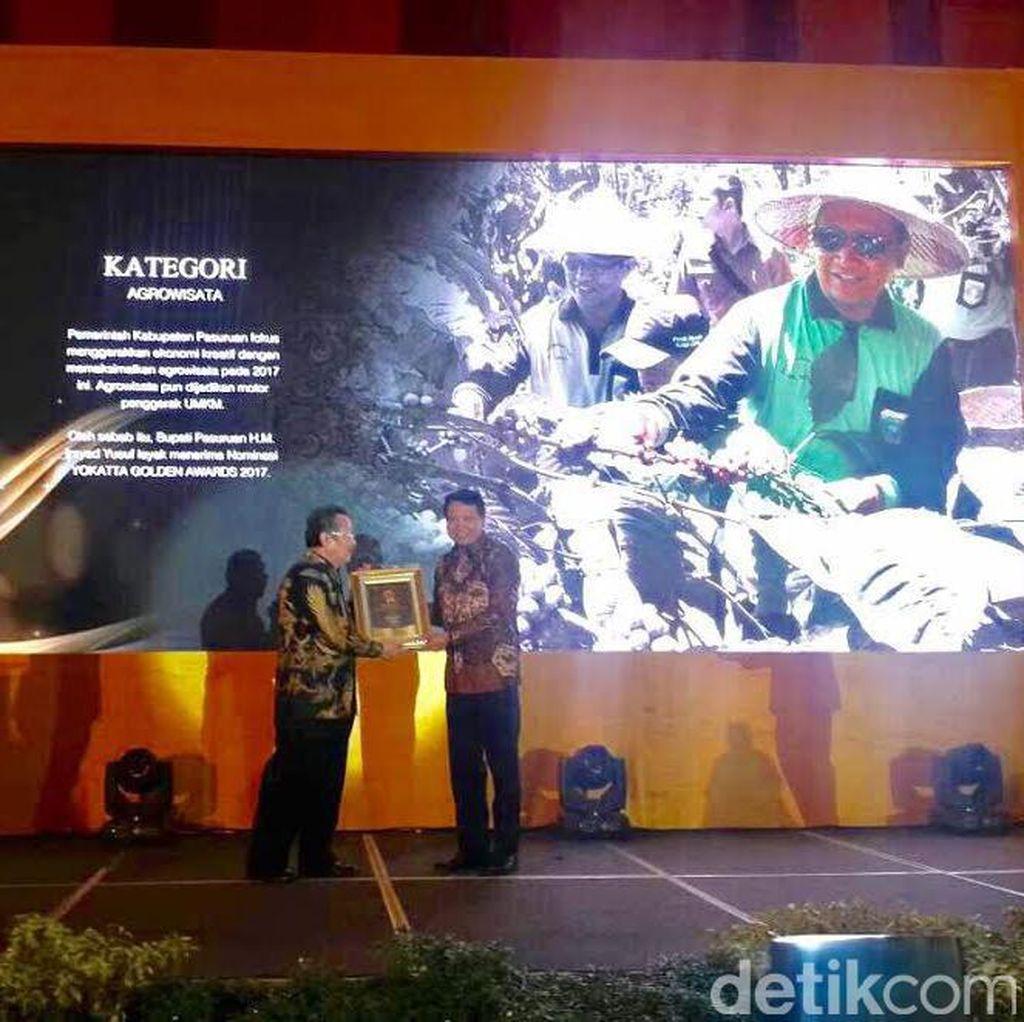 Bupati Pasuruan dapat Penghargaan Yokatta Golden Awards 2017