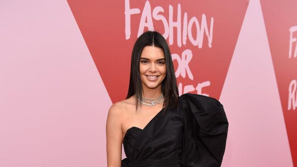 Kendall Jenner Pakai Celana Pendek di Red Carpet Cannes, Yay or Nay?