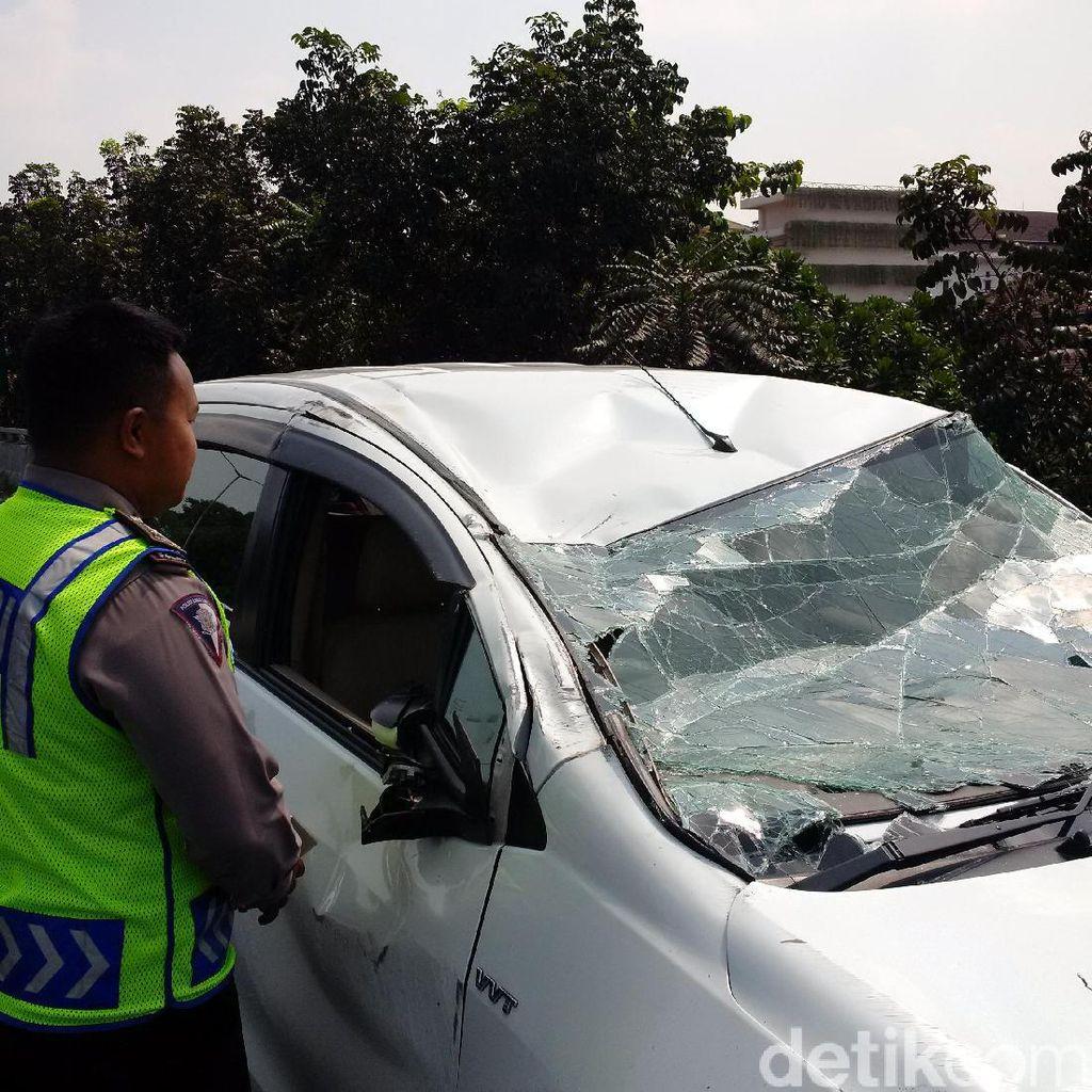 Tabrakan dengan Motor, Mobil Terguling di Jembatan Pasupati