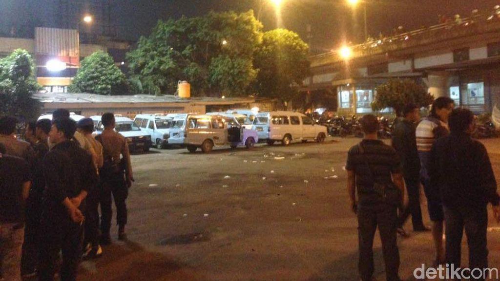 Polisi Minta Warga Menjauh dari Lokasi Ledakan di Kampung Melayu