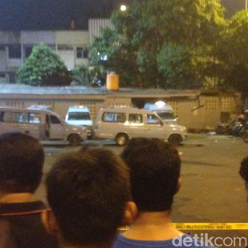 Foto-foto di Lokasi Ledakan Terminal Kampung Melayu
