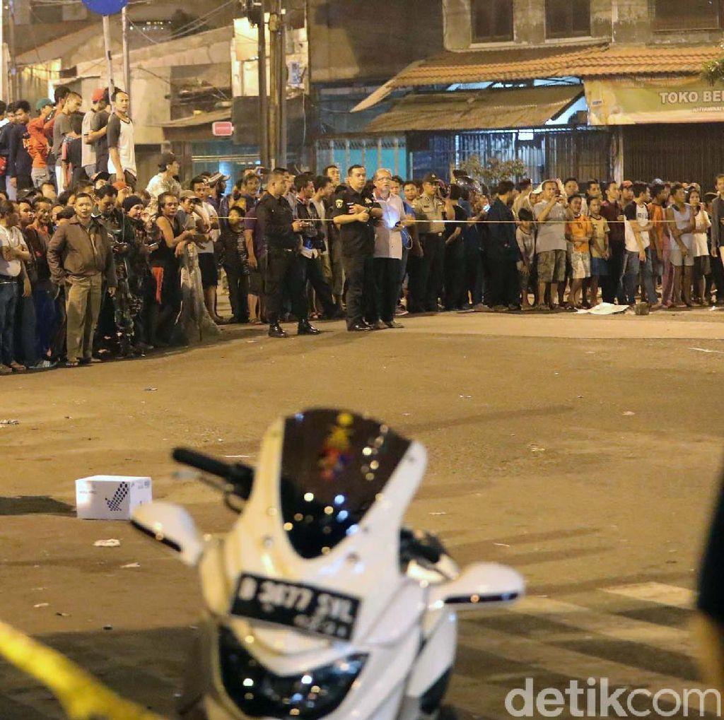Lokasi Bom Kampung Melayu Jadi Tontonan