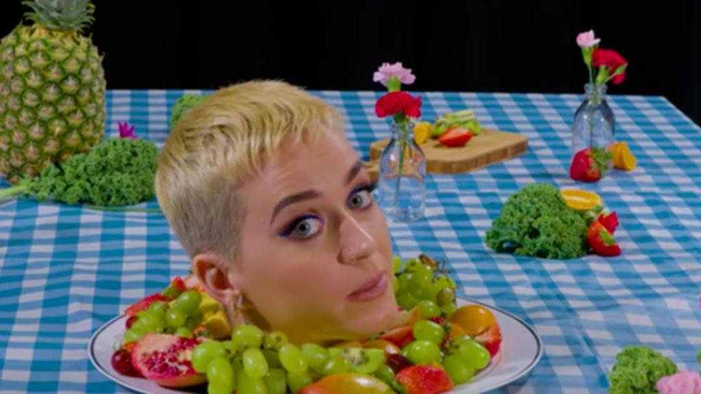 Wow! Kepala Katy Perry Jadi Karya Seni Instalasi Bon Apetit