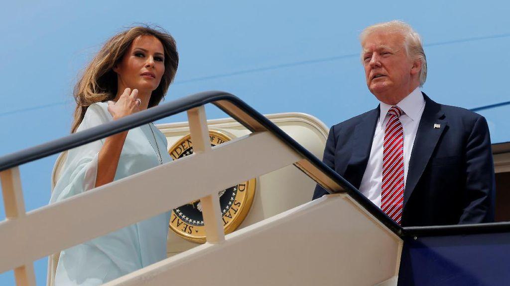 Foto: 5 Gaya Stylish Melania Trump di Arab Saudi