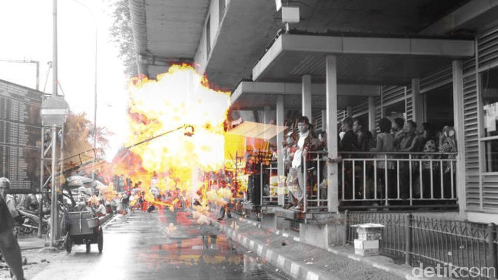 Tim Gegana Tiba di Lokasi Bom Kampung Melayu