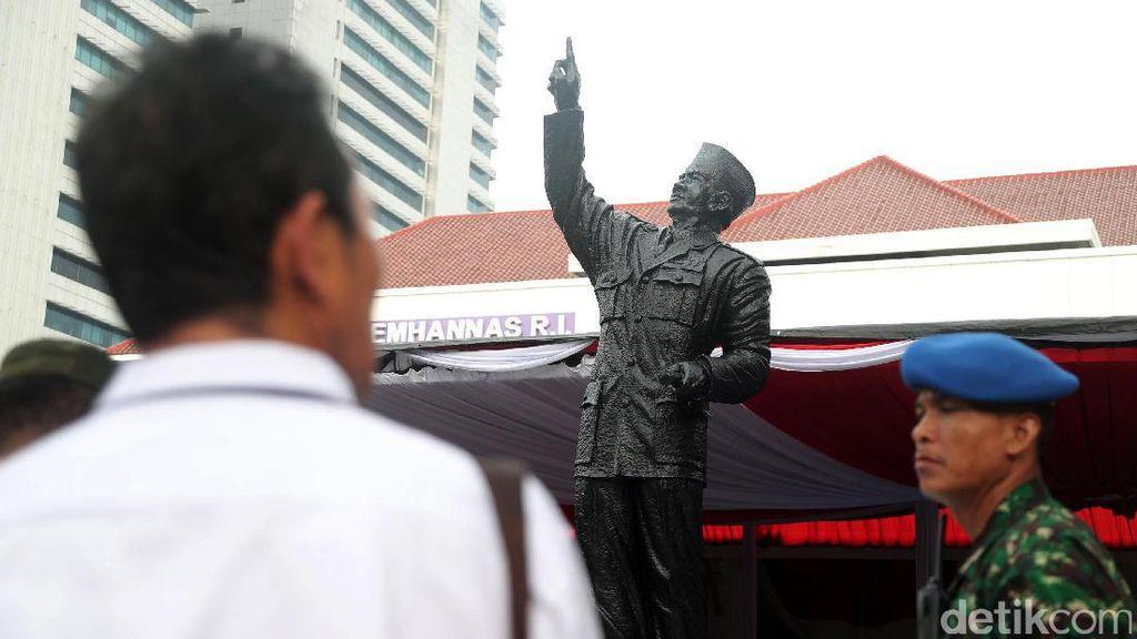 Patung Soekarno Berdiri Tegak di Lemhanas