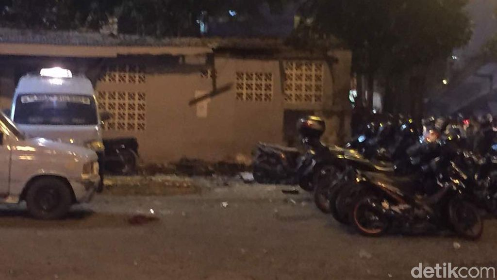 Ada Ledakan di Terminal Kampung Melayu, Warga Panik