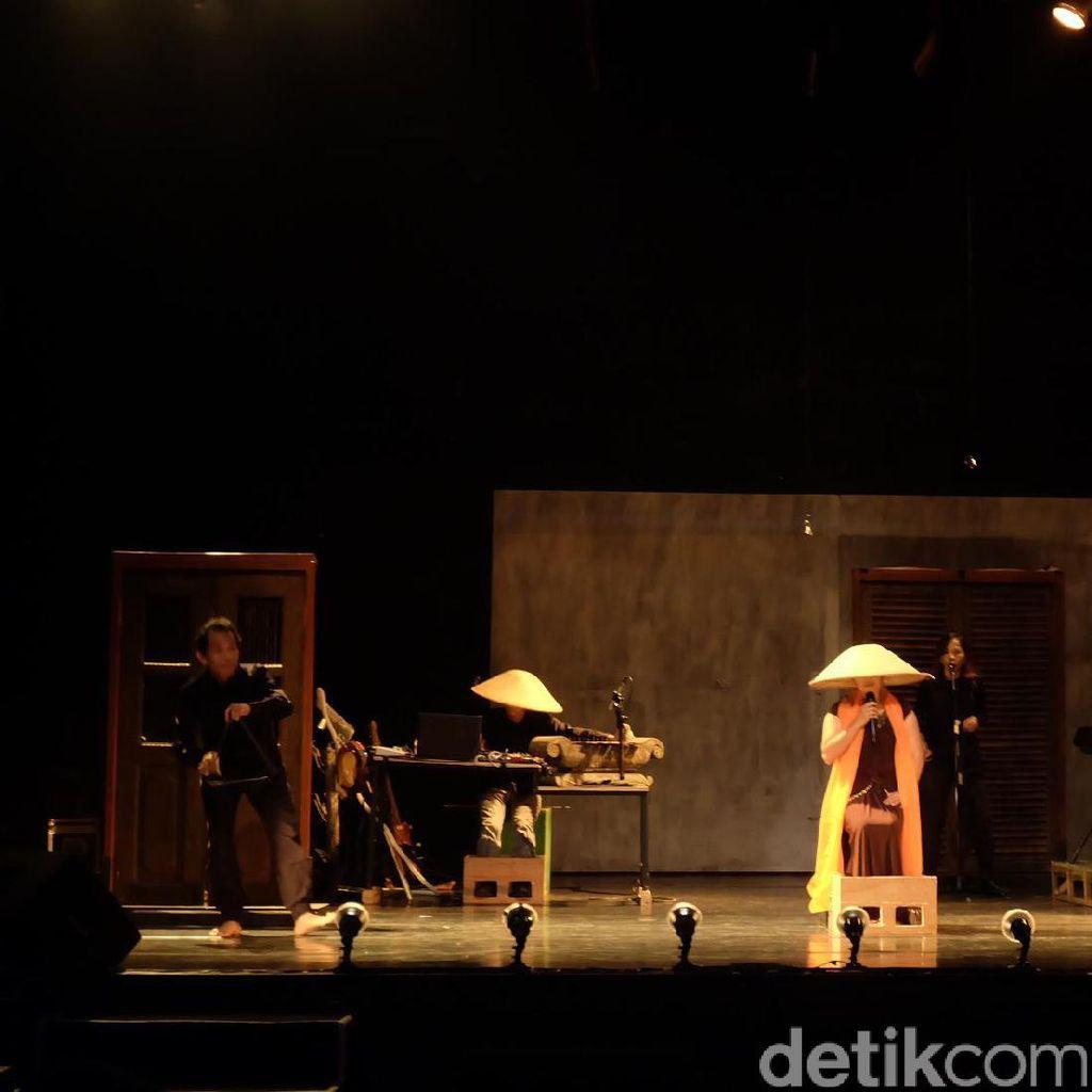 Pentas Menara Ingatan Teater Garasi Lebih Eksperimental