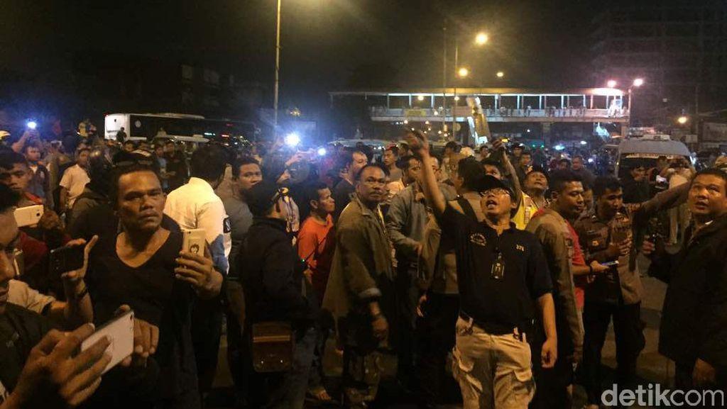 Ada Ledakan di Terminal Kampung Melayu, Sirene Polisi Bersahutan di Semanggi