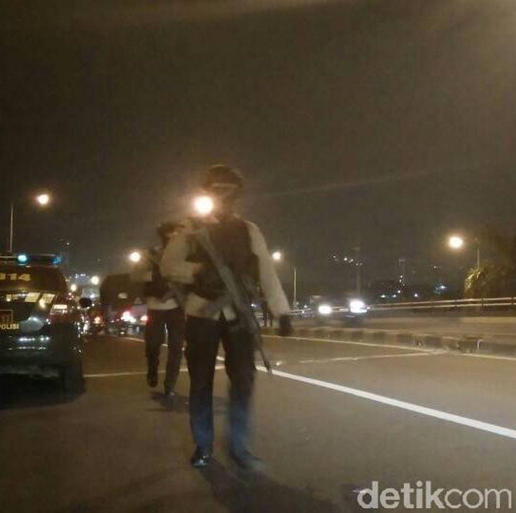 Brimob Bersenpi Laras Panjang Sterilisasi Flyover Terminal Kp Melayu