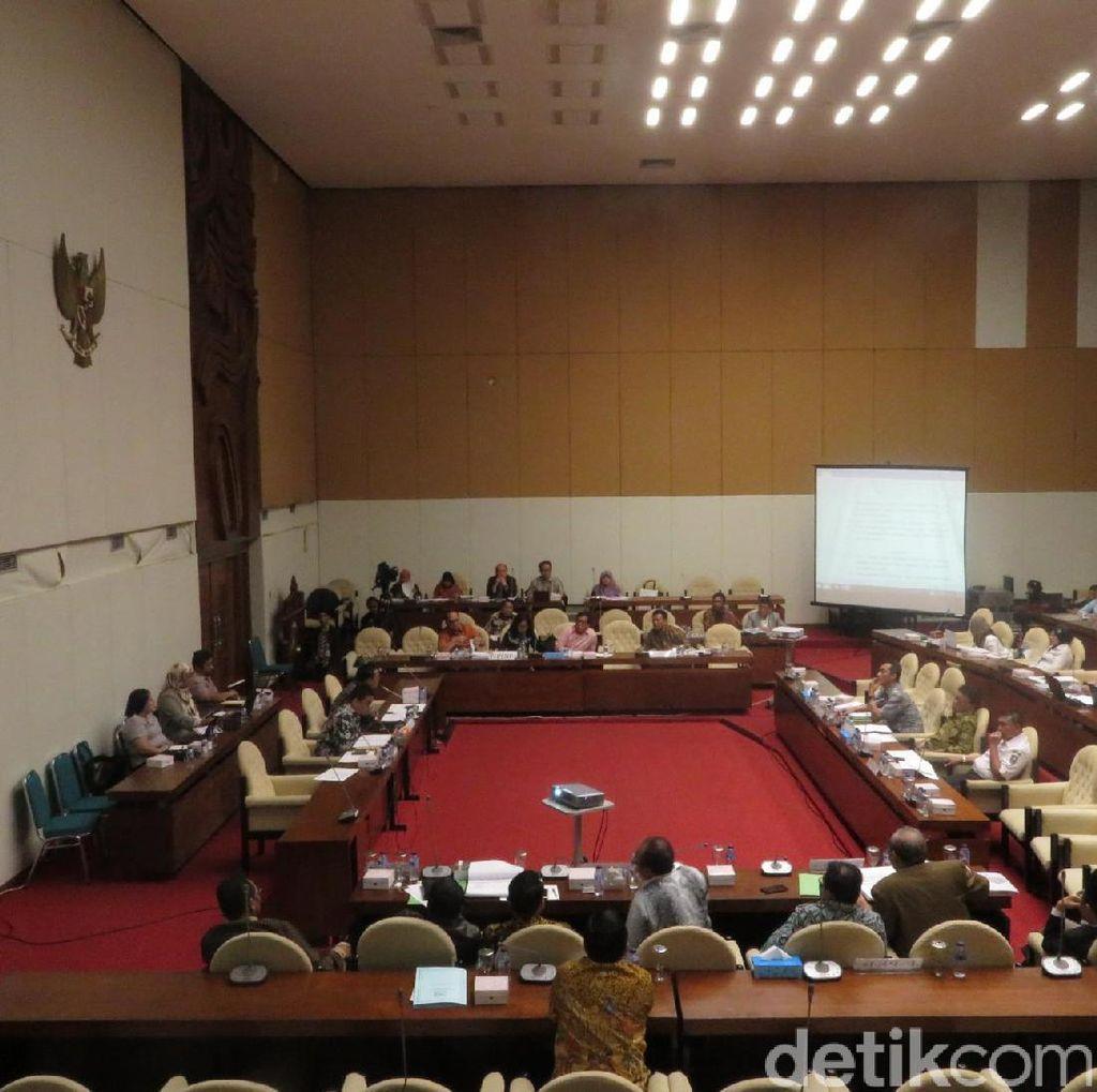 Pansus DPR Tunda Pembahasan Dana Saksi Parpol di TPS