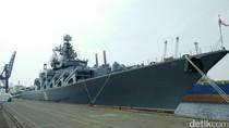 Melihat Kapal Penjelajah Rusia Varyag Bersandar di Tanjung Priok