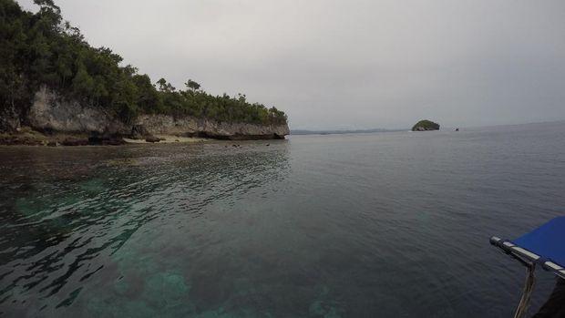 Pantai karang Pulau Kri