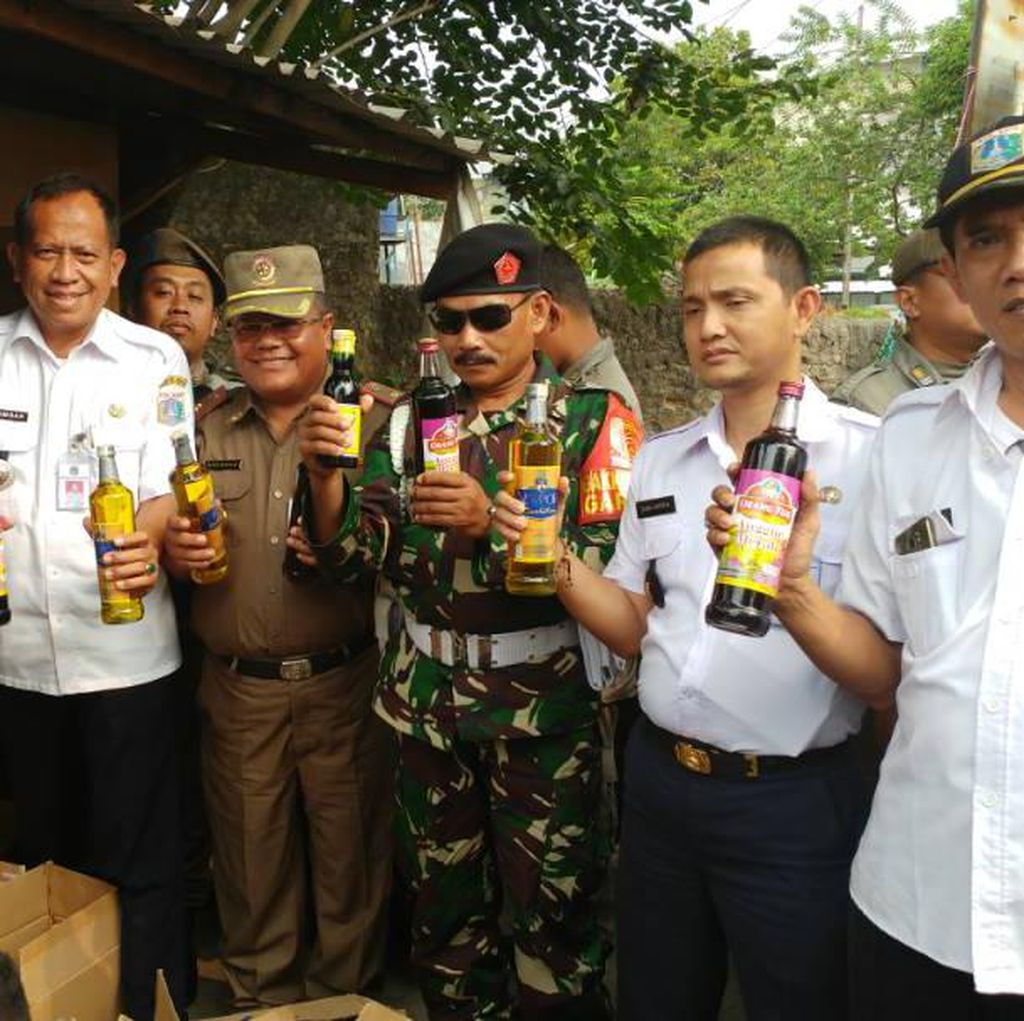 Razia Jelang Ramadan, 509 Botol Miras Disita di Cakung