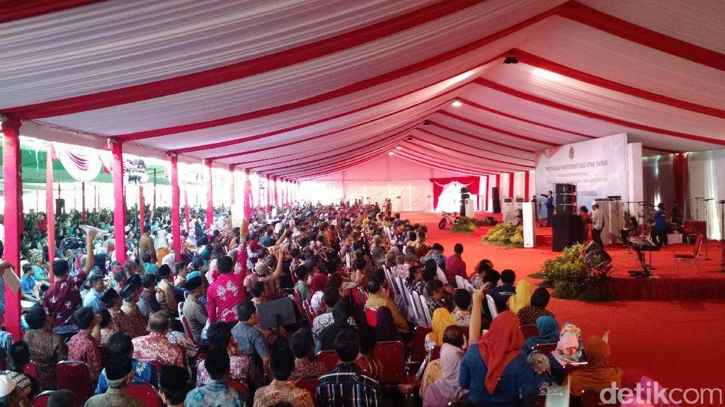Kejenakaan Jokowi dan Orang-orang yang Berkumpul di Malang