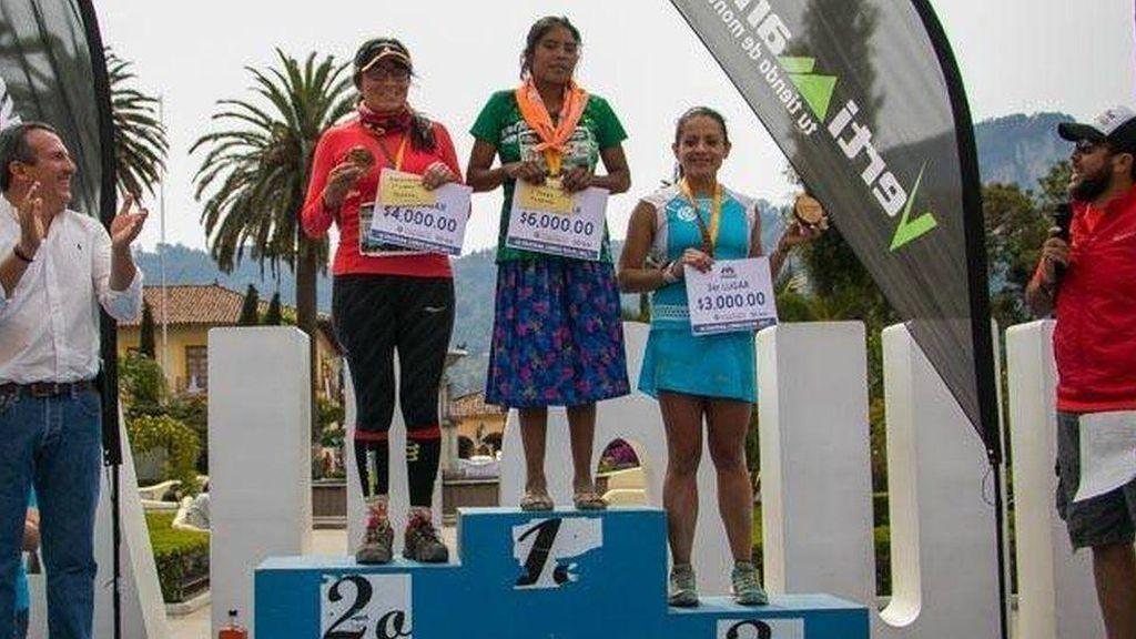Hanya Kenakan Sandal, Perempuan Pribumi Meksiko Menangi Marathon