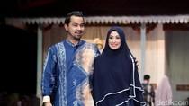 Foto: Inspirasi Seragam Lebaran Syari Ala 5 Pasangan Selebriti