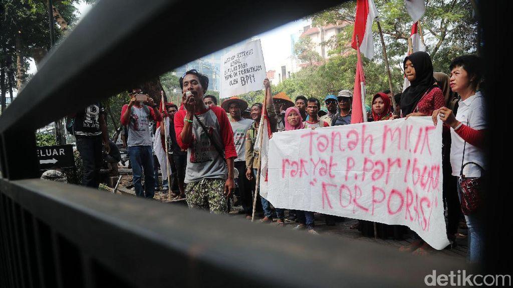 Warga Pulau Pari Demo di Ombudsman