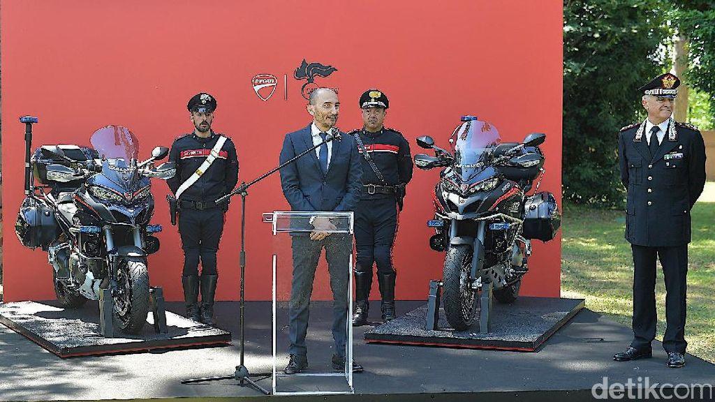 Polisi Italia Tunggangi Ducati Multistrada 1200